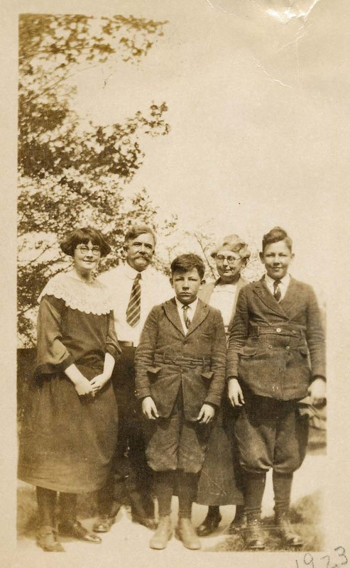 Hassells c. 1923.jpg