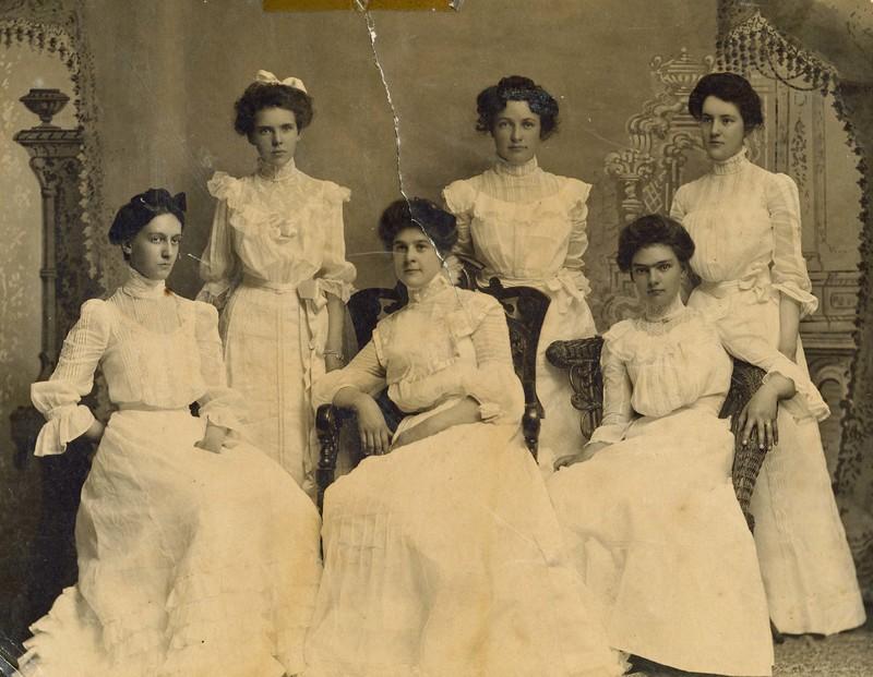 1902 CHS class photo.jpg
